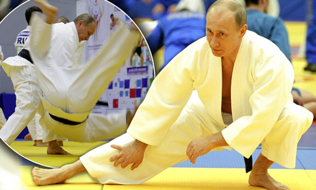 Az orosz elnök egy moszkvai judo edzésen, 2010. december 22-én - Fotó: AFP/ALEXEY DRUZHININ